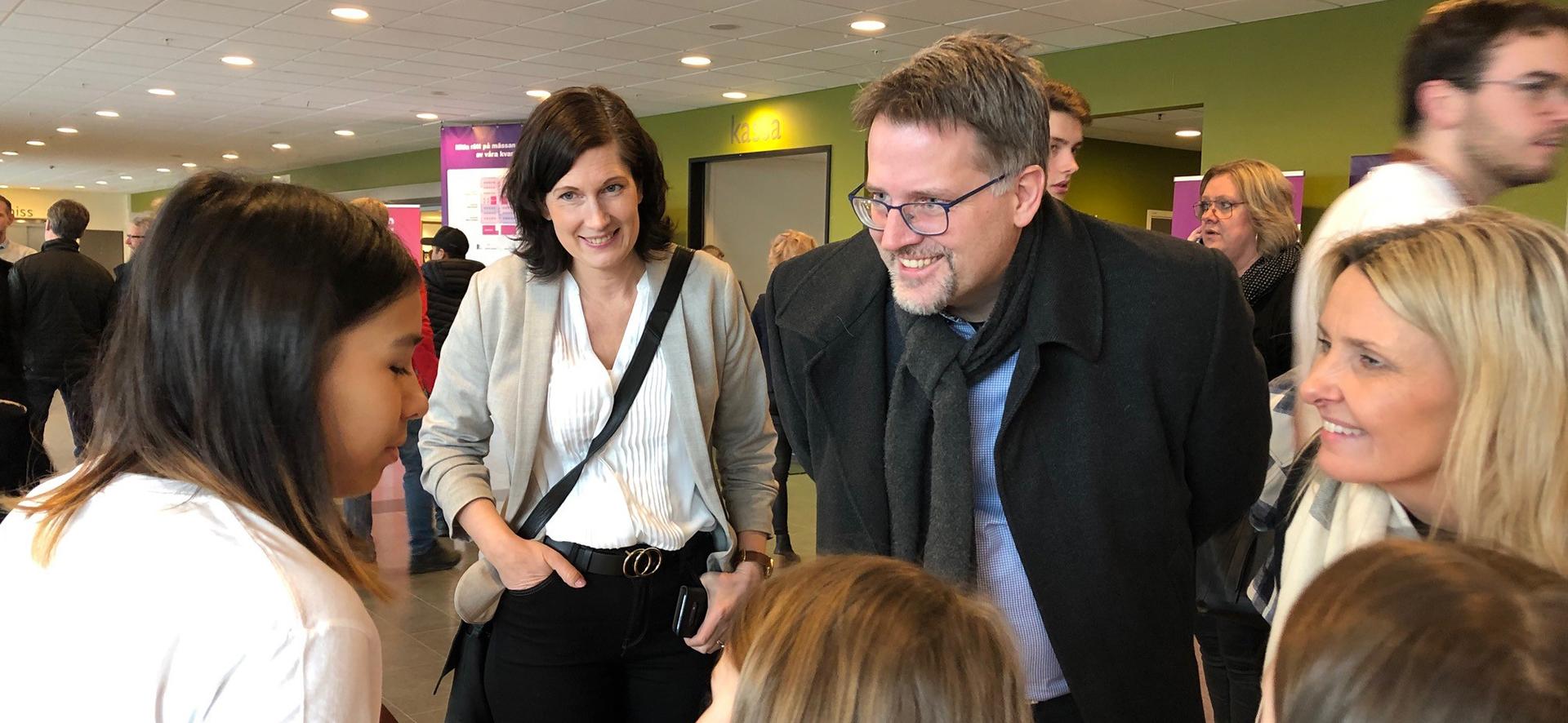 Alexandra, Claes och Lotta från Skaraborgs kommunalförbund möter elever på Idéer som gör det möjligt 2020.